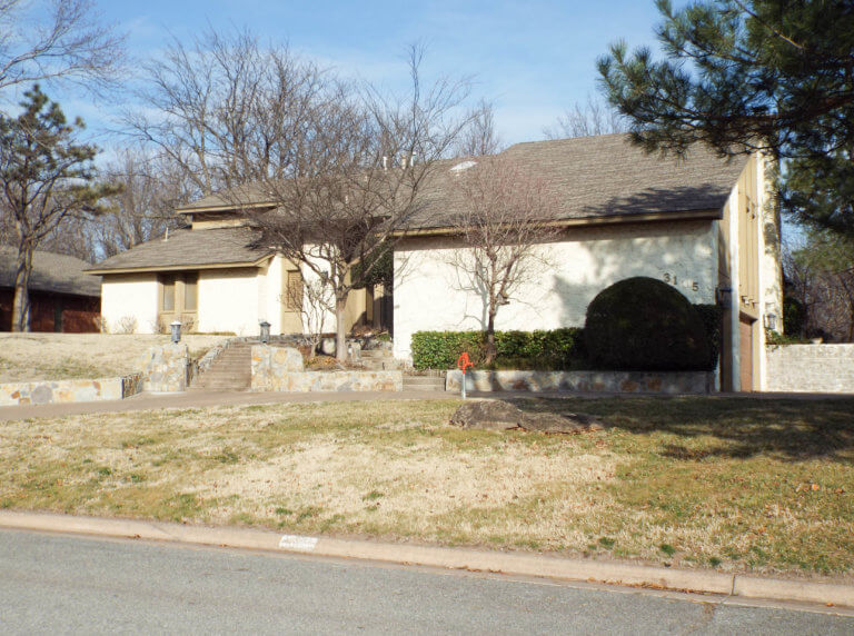 4/26 BEAUTIFUL HOME * WILLOW WEST ADDITION * SWIMMING POOL