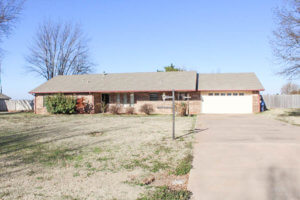 5/6 Perry Acres Addition * Brick Home * Large Lot