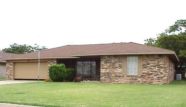 7/12 Brick Home * 3 Bedroom * 2 Bath * Covered Patio  Enid OK