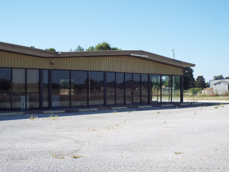 3601 N HWY 81 Enid Ok – Excellent Store front with office & warehouse