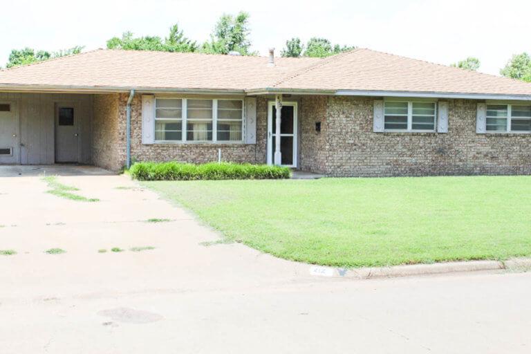 8/7 Brick Home * Established Neighborhood  HENNESSEY OK