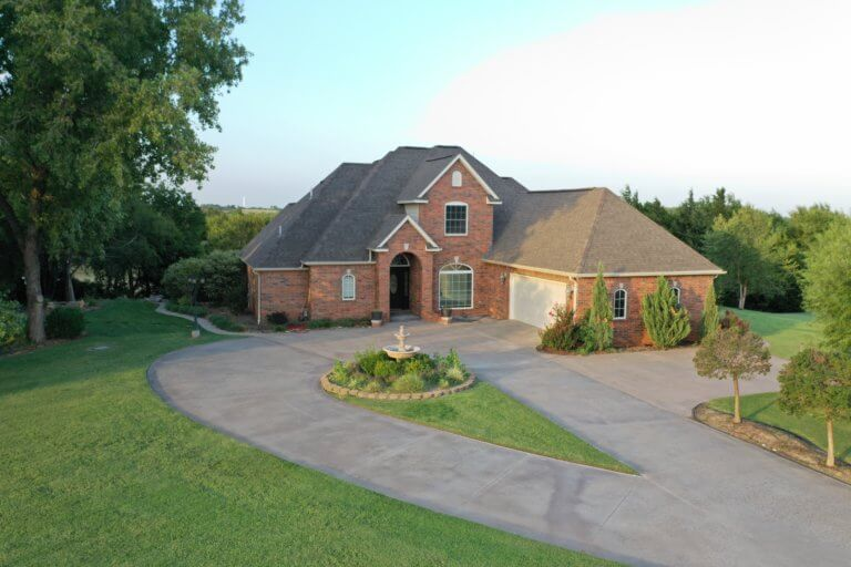 10/18 CUSTOM HOME * 5137 SQ FT * 7.8 ACRES * SHOP  ENID OK