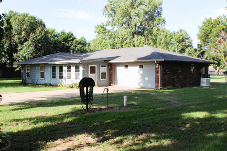 10/24 Perry Acres Addition * 3 Bedroom/2 Bath * Brick Home